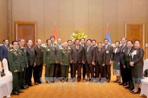 老挝人民革命党中央总书记、国家主席本扬·沃拉吉会见越老友好协会代表团 hinh anh 1