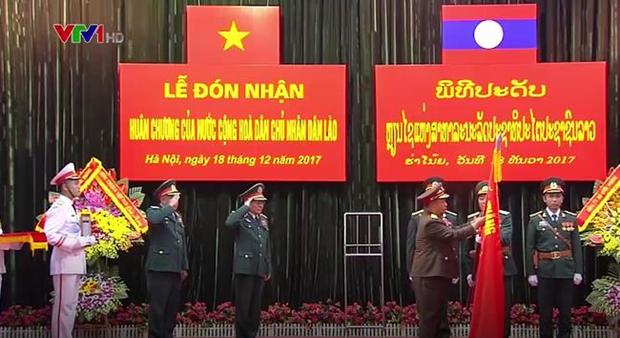 越南国防部第二总局荣获老挝一级劳动勋章 hinh anh 1