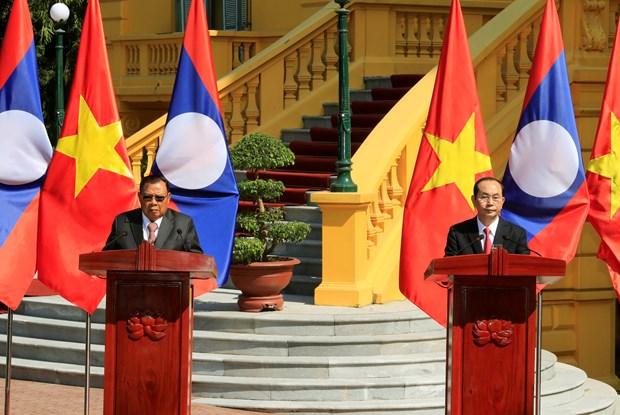 越老两国领导召开记者会 宣布2017年越老友好团结年圆满结束 hinh anh 1