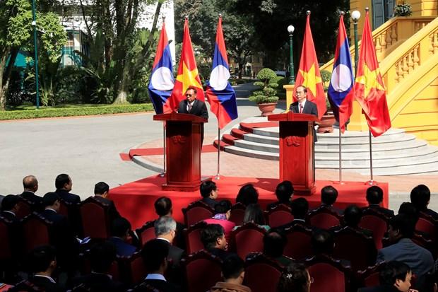 越老两国领导召开记者会 宣布2017年越老友好团结年圆满结束 hinh anh 2