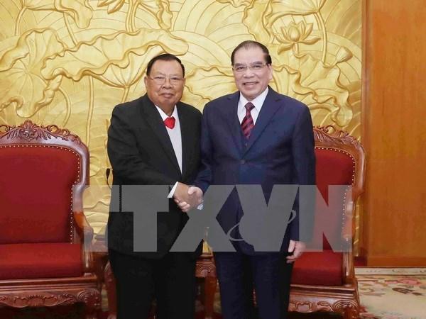 老挝领导拜访原越共中央总书记黎可漂和农德孟 hinh anh 2