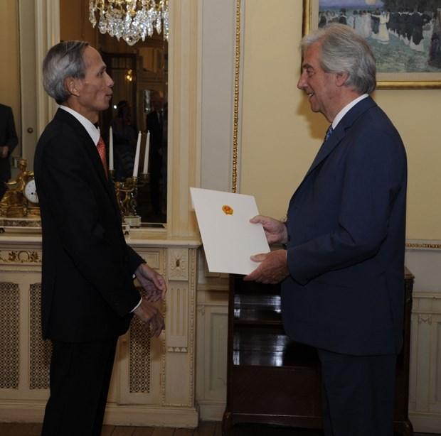 越南驻乌拉圭大使向乌拉圭总统递交国书 hinh anh 1