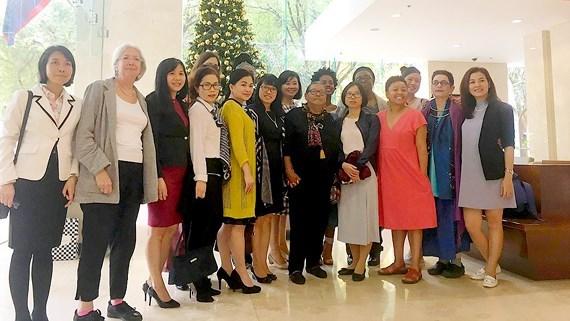 美国妇女代表团对越南《西贡解放报》报社进行工作访问 hinh anh 1