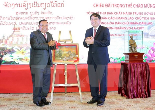 老挝人民革命党中央总书记探访乂安省 hinh anh 1