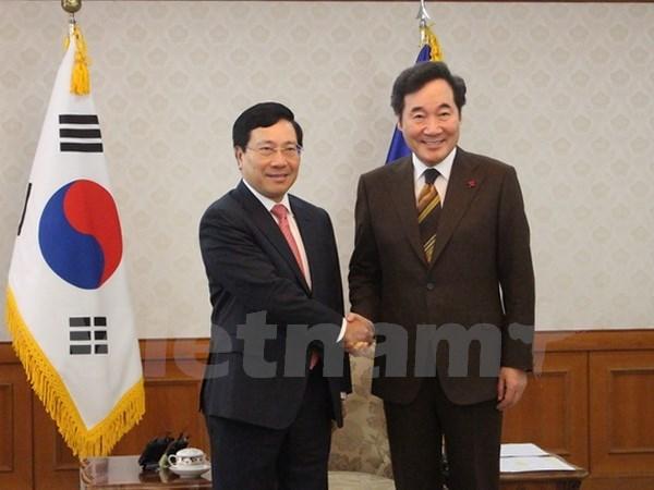 政府副总理兼外长范平明会见韩国总统和总理 同韩国外长举行会谈 hinh anh 2