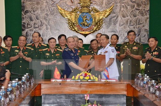 越柬建交50周年:第三次越柬副部长级国防政策对话在柬举行 hinh anh 2
