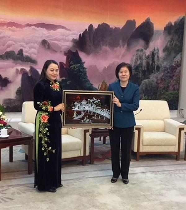 越南妇女联合会代表团对中国进行工作访问 hinh anh 1