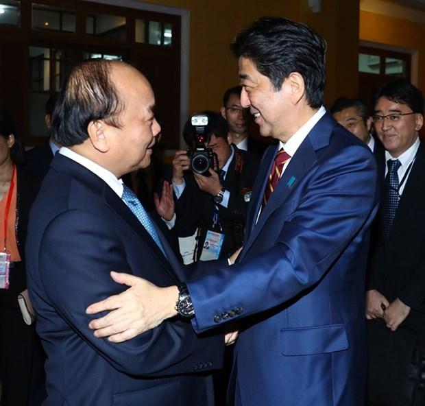 越南政府总理阮春福与日本首相安倍通电话 hinh anh 1
