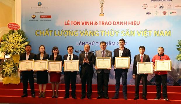 """81个集体和个人荣获2017年 """"越南水产质量金奖"""" 荣誉 hinh anh 1"""