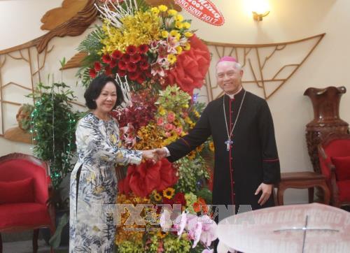 越南党国家领导圣诞节前走访慰问宗教界人士 hinh anh 1