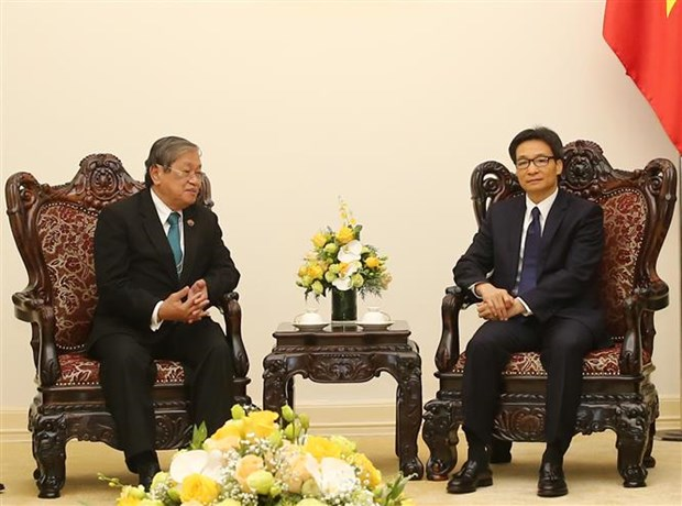 越南政府副总理武德儋会见柬埔寨信息部部长 hinh anh 1
