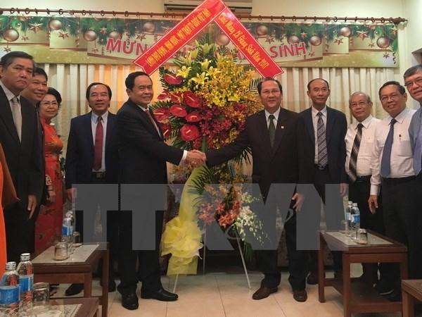 越南领导圣诞节前慰问各地教职人员和信教群众 hinh anh 2