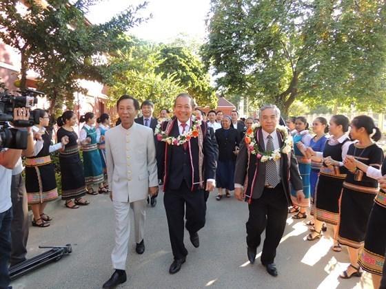 越南领导圣诞节前慰问各地教职人员和信教群众 hinh anh 1