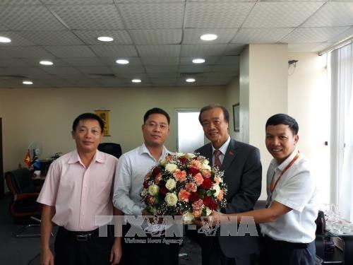 越南驻外大使馆举行活动 庆祝越南人民军建军73周年 hinh anh 1