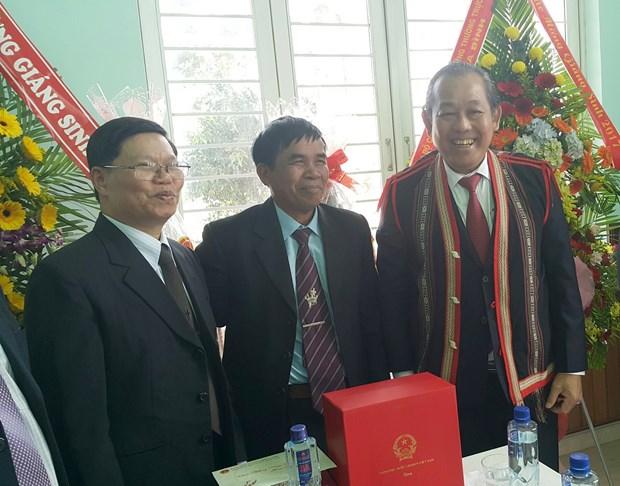 越南领导代表向信教群众致以圣诞祝福 hinh anh 1