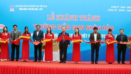 越南儿童保护基金会向兴安省贫困儿童赠送牛奶和助学金 hinh anh 2