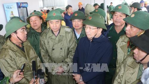 越南政府副总理郑廷勇: 把人的生命安全放在防抗强台风第一位 hinh anh 1