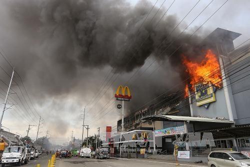 菲律宾达沃一商场发生火灾造成37人死亡 hinh anh 1