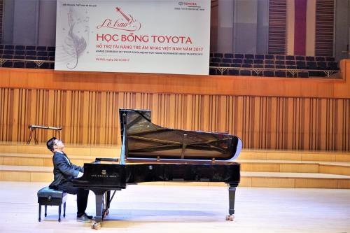 越南丰田公司向越南青年音乐人才颁发奖学金 hinh anh 2