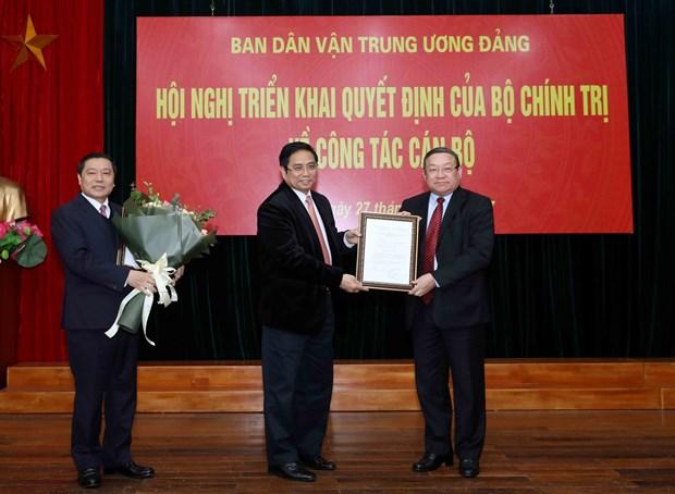 越共中央政治局关于干部工作决定正式展开 hinh anh 1