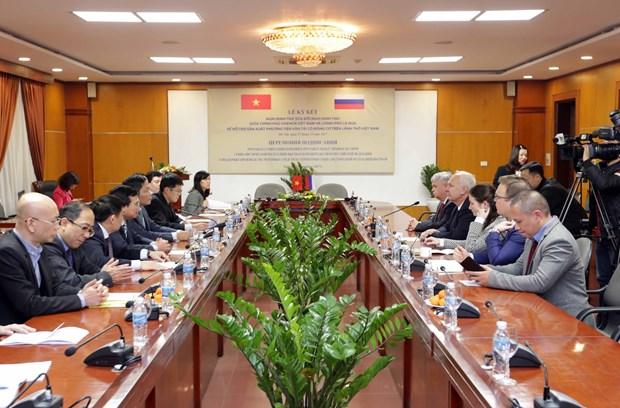 越南与俄罗斯签署在越南生产带发动机运输工具的修改议定书 hinh anh 1