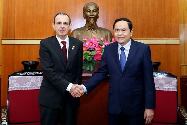 越南祖国阵线中央委员会主席陈青敏会见俄罗斯联邦社会院代表团 hinh anh 2