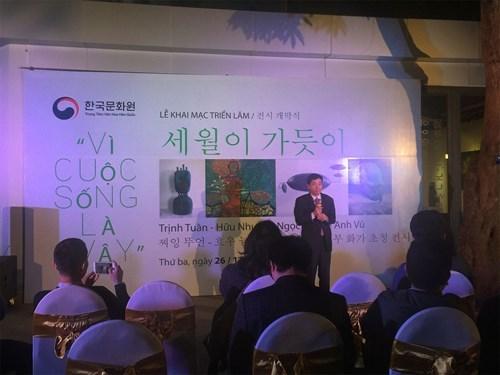 """庆祝越南与韩国建交25周年的""""因为生活就是如此""""展览会在河内举行 hinh anh 1"""