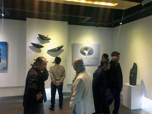 """庆祝越南与韩国建交25周年的""""因为生活就是如此""""展览会在河内举行 hinh anh 2"""
