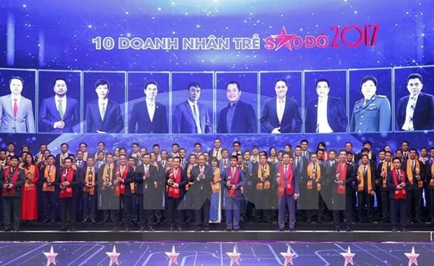 2017年越南100名模范青年企业家表彰大会在河内举行 hinh anh 1