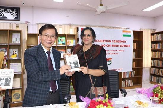 首个越南胡志明书房在印度新德里正式开张 hinh anh 1