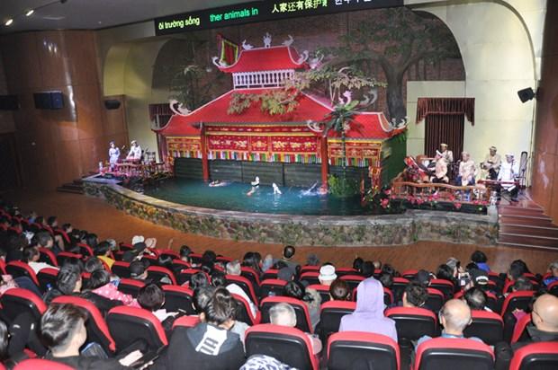 广宁省下龙市迎接4艘国际邮轮 承载游客6000多名 hinh anh 2