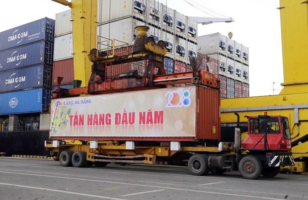 岘港港口和广宁省盖麟港迎接新年首批货物进港 hinh anh 1