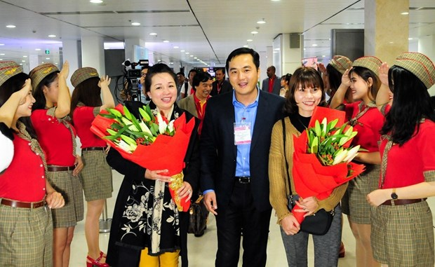 河内市和胡志明市迎来2018年第一名国际游客 hinh anh 1