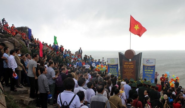 2018新年升旗仪式在越南陆地最东端举行 hinh anh 2