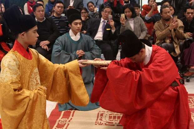 """""""编织一个王朝""""宫廷服饰和礼仪复原项目有助于向世界推介越南文化 hinh anh 2"""