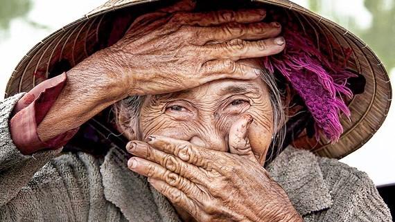 法国摄影师雷哈恩摄影作品《隐藏的微笑》售价达3万美元 hinh anh 1