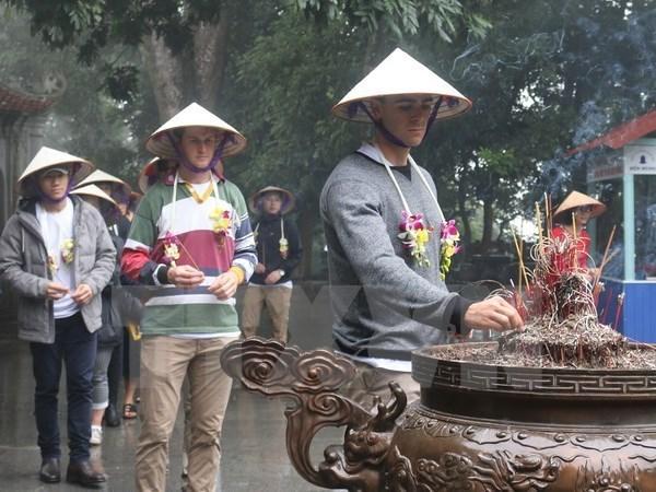 富寿省接待2018年首批国际游客 hinh anh 1