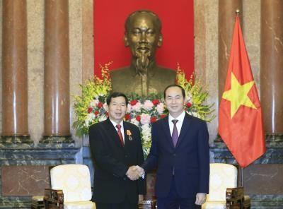 越南国家主席陈大光会见老挝最高人民法院院长坎潘·西提丹帕 hinh anh 1