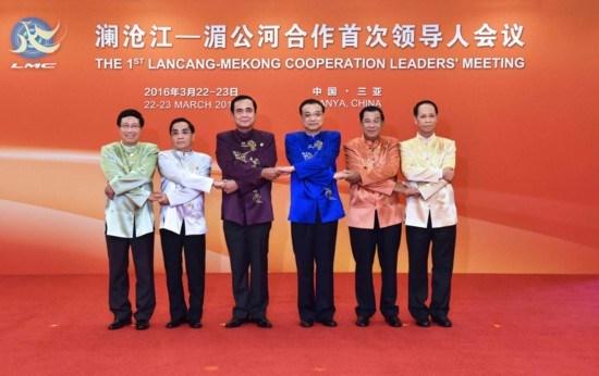 阮春福赴柬出席湄澜合作领导人会议前夕:越南积极参与湄澜合作 hinh anh 1