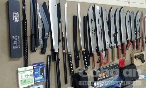 越南特警在胡志明市郊区查获一大型武器库 hinh anh 1