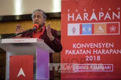 马来西亚:反对党联盟提名92岁的前总理马哈蒂尔为新一届总理候选人 hinh anh 1