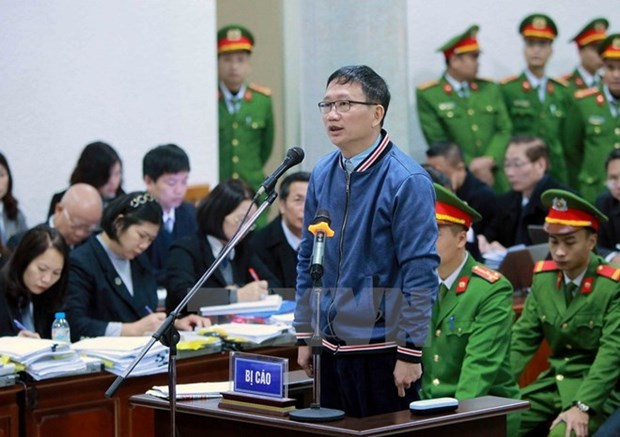 郑春青及其同案犯案件一审:郑春青推卸申请预付款中的责任 hinh anh 1