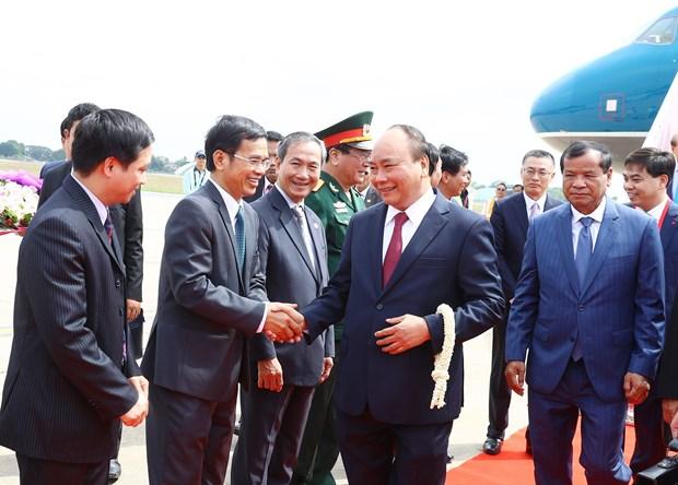 阮春福总理抵达金边开始出席澜沧江-湄公河合作第二次领导人会议之旅 hinh anh 1