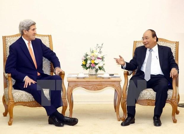 越南政府总理阮春福会见美国前国务卿约翰•克里 hinh anh 1