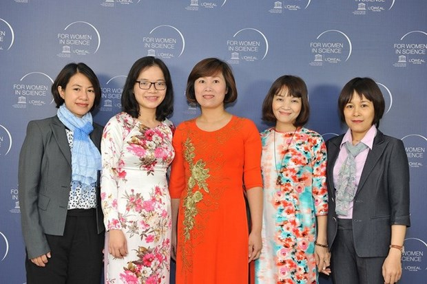 越南五名出色女科学家荣获2017年度欧莱雅-联合国教科文组织的奖项 hinh anh 2