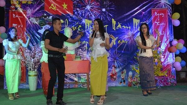 在柬越南留学生迎新年联欢晚会在金边举行 hinh anh 1
