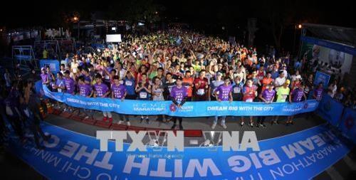 8000多名运动员参加2018年胡志明市国际马拉松赛 hinh anh 1