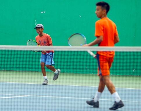 越南两名选手获得2018年亚洲青少年网球冠军 hinh anh 2