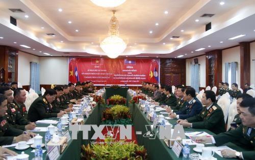 老挝人民革命党中央总书记、国家主席本扬会见越南高级军事代表团 hinh anh 3