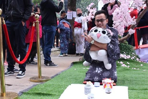 河内大学生再现日本人过年传统习俗 hinh anh 1